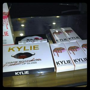 Authentic Kylie make-up